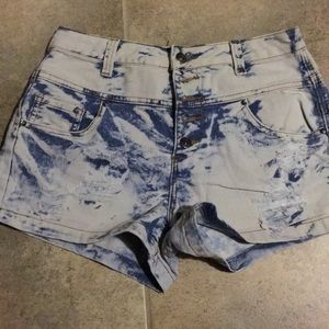High-waisted  stone washed shorts